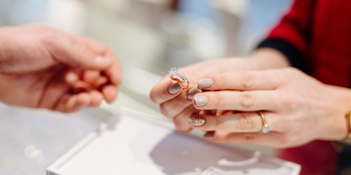 Staff incentivized to grow a jewelry store's profit margin