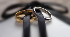choose-right-metal-engagement-ring-bands