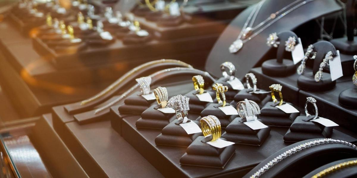 A jewelry case of an independent jeweler